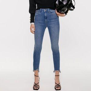 (EC) ZARA Basic Z1975 mid rise chewed hem jeans